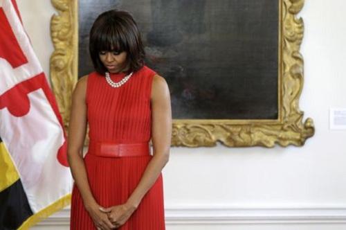 Les bras de Michelle Obama affolent les américaines